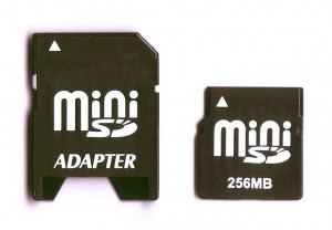 640px-MiniSD_with_adapter